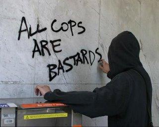338 1130213152 graffiti all cops are bastards - TOP 10 powodów, dla których warto kupić kamery monitoringu